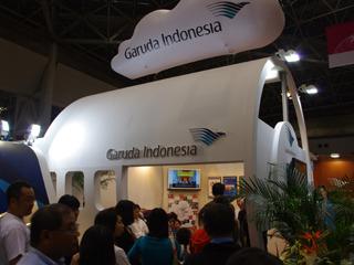 こちらはインドネシアの国営企業・ガルーダ航空。前までも行けない。