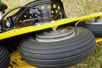 強力なディスクブレーキが標準装備