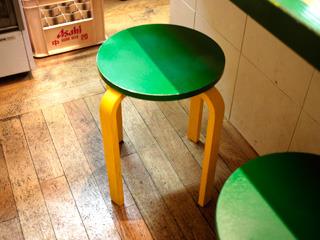 椅子もパイナップル色