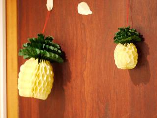 壁にもパイナップルの飾り