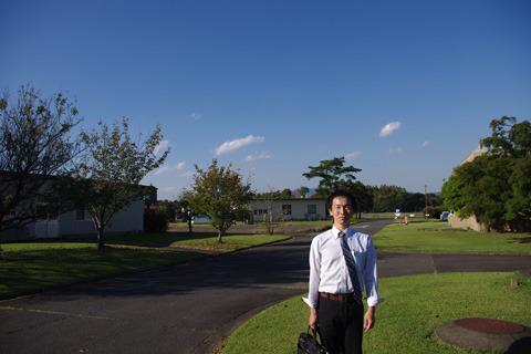 ここが実験農場、農林技術センター。ライターの平坂くんと来ました。
