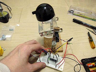 電源、制御用マイコン等を接続し、スイッチを押すと