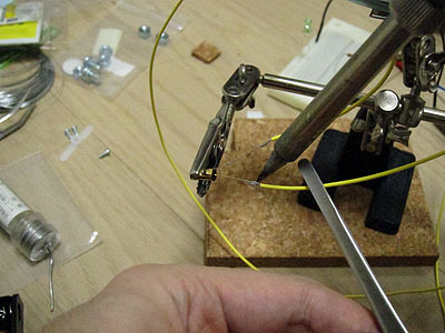 このチルトスイッチの両極にそれぞれ銅線を接続