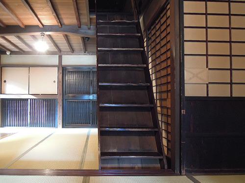 154年もののアンティークな階段