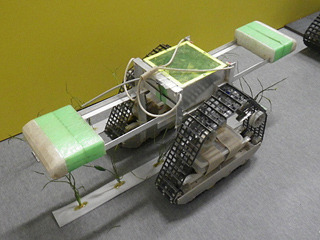高い重心にバランスをとるため、こんな機体が作られたことも。