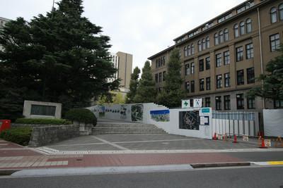 早稲田大学正門。正門と言っても門は無い