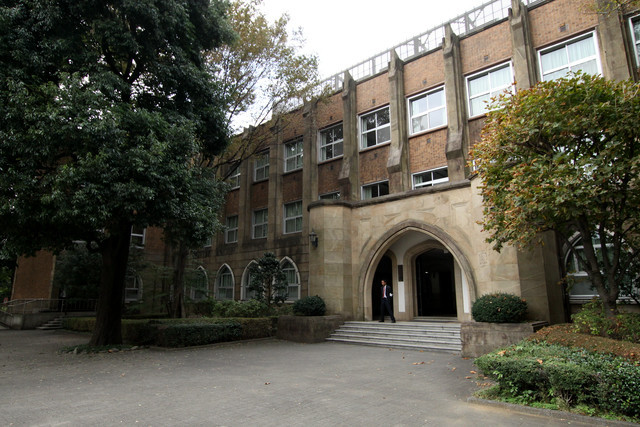 なかなか凄い校舎があるではないか