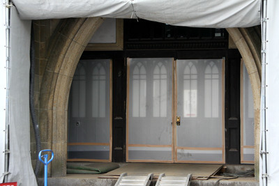 チラッと見える玄関は、西一号館と似たカンジ