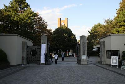 東京大学駒場キャンパスの正門。この門も昭和13年(1938年)頃のものとなかなか古い