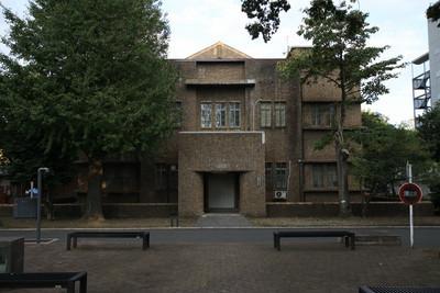 13号館の左手前には、昭和3年(1828年)の1号館