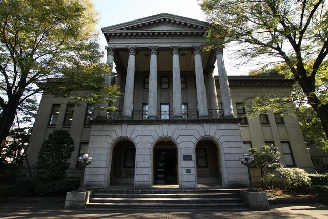 昭和4年(1929年)に建てられた間島記念館。堂々たる新古典主義建築である