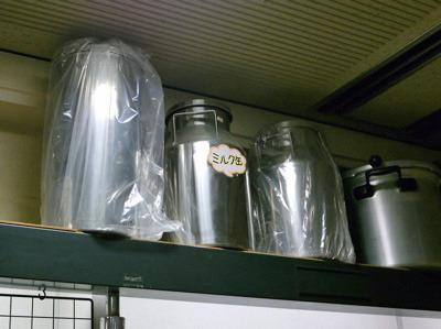 昨今使われなくなった、牧場での搾乳する時の「ミルク缶」。今では機械で搾乳しちゃう