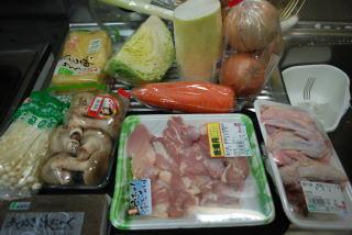 今回はもっとも伝統的な「ソップ(鶏ガラ)炊き」というちゃんこ鍋を作ります。