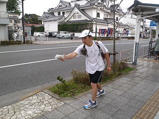 DPZ大学、4区走者馬場選手、素晴しい記録で小田原中継所にてビールバトンを渡します!