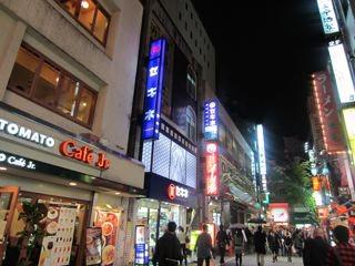新宿ど真ん中。ほんとにアルタ裏です。