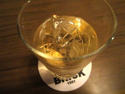 本当は角とかを飲みたかったんだけど、バランタインを飲んで、スコッチウイスキーが個人的には好きなのか~と分かったので、スコッチにしてしました。