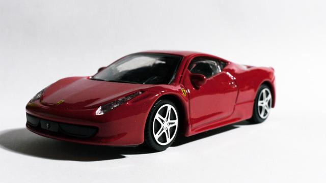 これが車である。よくできた工業製品の美しさがある。
