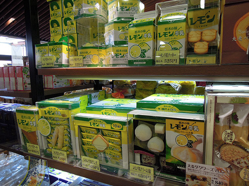 さまざまな形態に変えられてお土産として活躍するレモン牛乳
