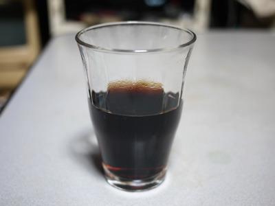 マグカップだと分かりづらいのでグラスに移し替えました