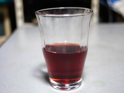 こうして見ると普通のコカ・コーラよりかなり色が薄い