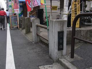橋の欄干と親柱だ