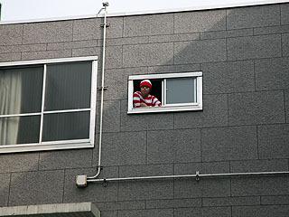 文化祭の会場から見える窓辺で5分ずつ顔を出す。