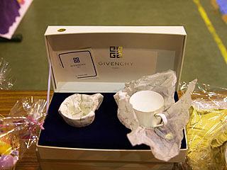 ジバンシーのティーカップセットが500円!