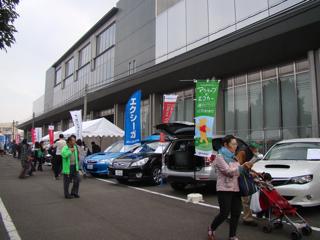 唐突に関連企業の車の展示とか。