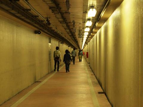 ※海底トンネルイメージ図(これは歩道のみ)
