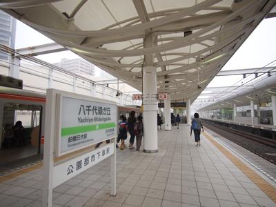 初めて降り立った駅はなんだか未来っぽかった。
