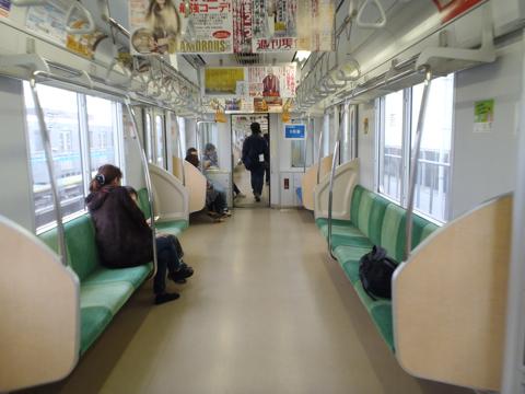 電車のほうは通常の営業車。中吊りまですべていつもどおりの車内である。