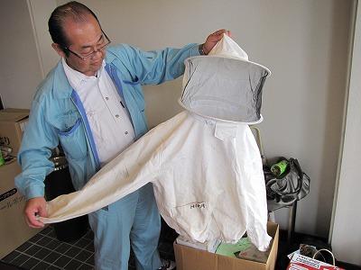 防護服(11,000円)などのヘボ用品も売られていた。