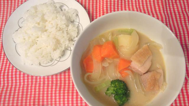 パックの鍋つゆで作ったカレーやスープが手軽でおいしいと、そういう記事です