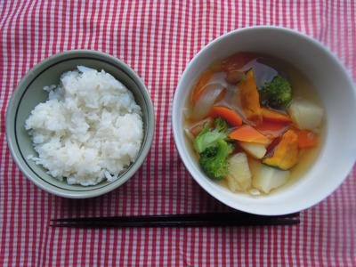 """せめてご飯はライスじゃなくて""""ご飯""""にしたが、やっぱり汁ではなくスープだ"""