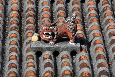 屋根に乗るシーサーがかわいい