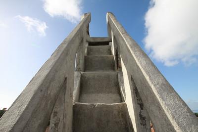 その物凄く急な階段を登れば――