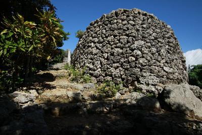 こちらは国指定史跡、琉球王朝時代の遠見台