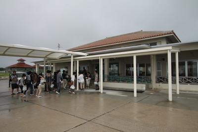 小浜島に着くと、雨が降っていた