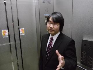 「そう、48人なんです。プロデューサーは秋元康さんで…えっ僕ですか? 僕は秋元康じゃないですよ。眼鏡で太ってるけど違います」