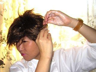 やわらかなニュアンスパーマ風にならないので、思いきって整髪料をつけて調整。