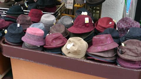 色を見ただけでおばあちゃん用だとわかる巣鴨の帽子屋