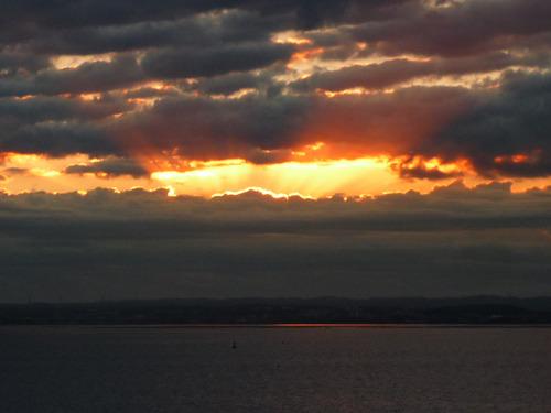 なかなか太陽までは見えず。というか到着してこの時間でやっと海見えたよ。
