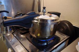 約30分、炊き上げる。シュンシュンシュン!