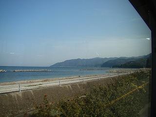 引田→{鳴門市営バス}→鳴門(海しか見えないすごい路線だった。)
