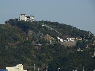 問題のエスカレーターの丘が見えてきて