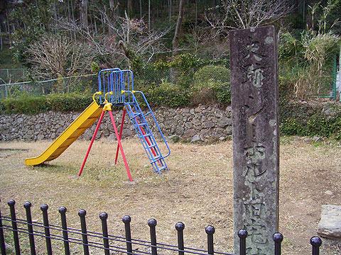 さらにその2年前の写真には滑り台が写っている。(2005年3月撮影)
