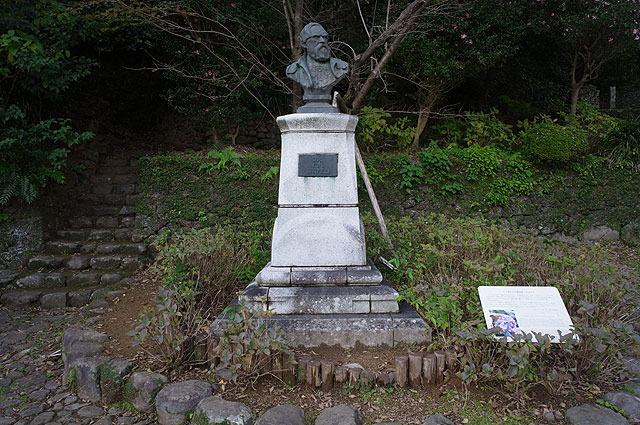 シーボルト像がある。