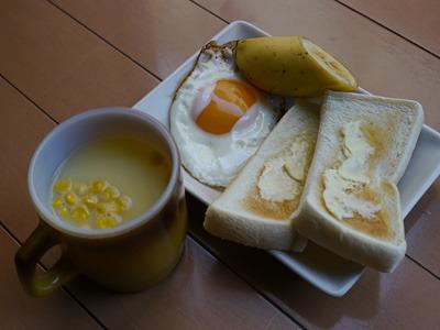 意識したつもりはないがキャンプの朝、みたいな朝食だ。