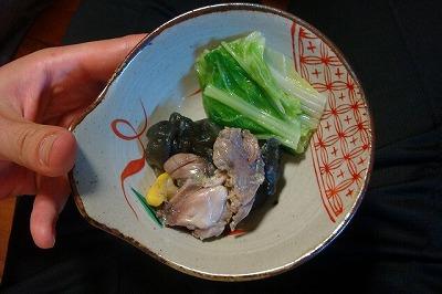 でも小皿に盛ると結構美味しそう。黄色いのはスッポンの脂肪らしい。