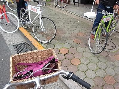 知らない街で自転車に乗るのってちょっとわくわくする